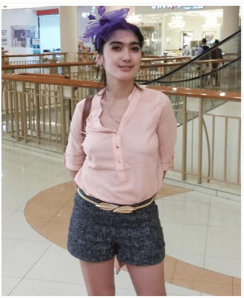 Usai Pamer Foto Hot Di Mall Revi Mariska Buka Bukaan Melacur Di Instagram