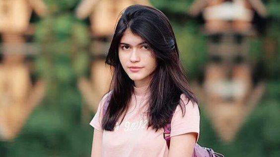 Instagram Agatha Valerie Celana Artis Ini Sobek Terkena Cakaran Macam Ah Indonesian Celebs Pinterest