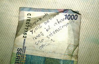 Uang Dicoret Coret Yang Lucu Tetapi Sebenarnya Tidak Boleh