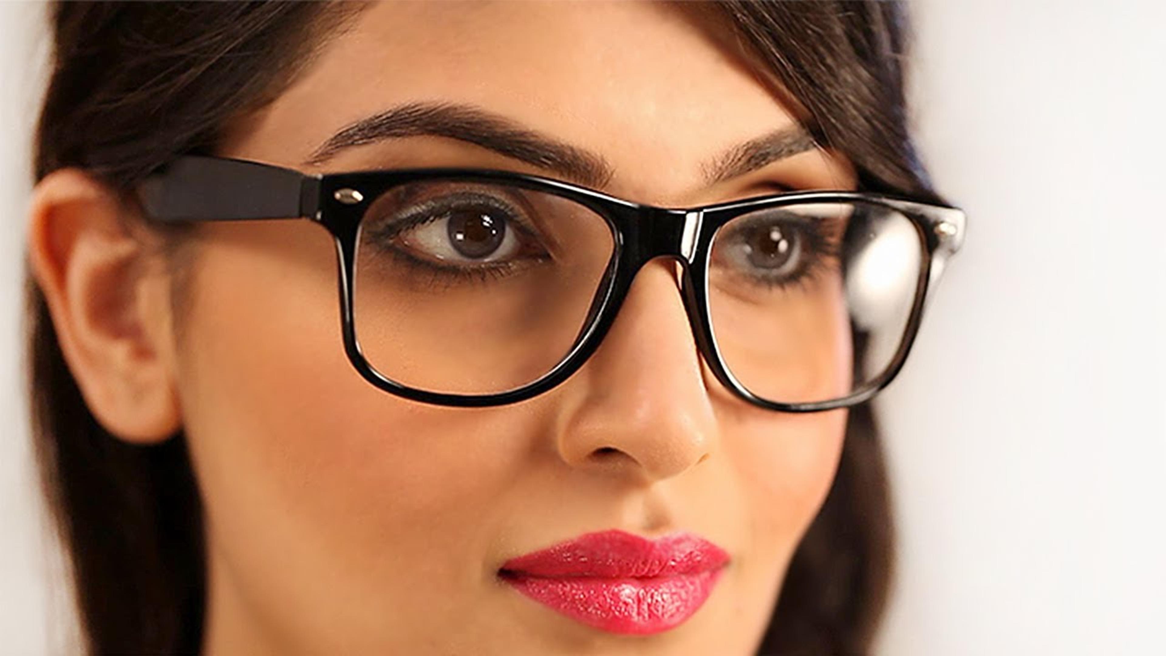 Kat Pakai Kacamata Terlihat Kuno Kata Siapa Memakai Kacamata Tidak Selalu Identik Dengan Dengan Kuno Kok Nyat Kini Kacamata Menjadi Trend