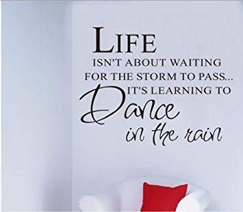 Englische Zitate Worte Sagen Leben Nicht Zu Warten Dass Der Sturm Vorbei Sein