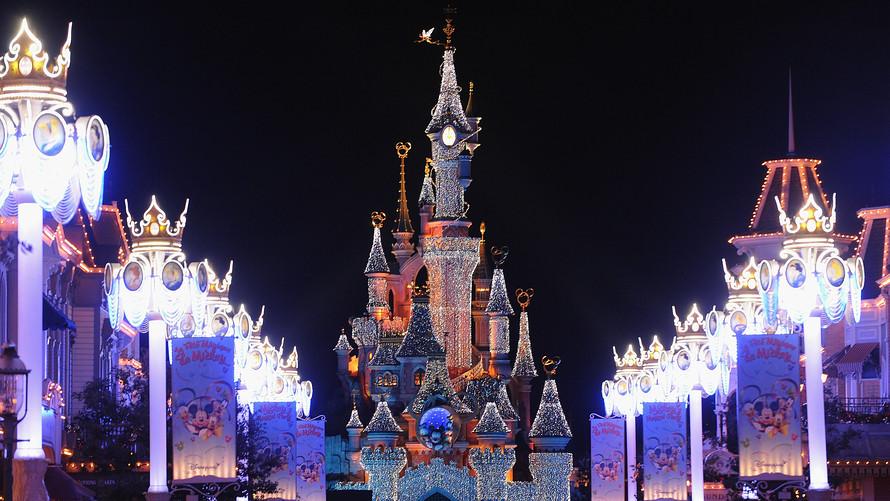 Disney Theme Parks (Global)Tempat wisata paling populer menurut Andrew Hidayat (AndrewHidayat.com)