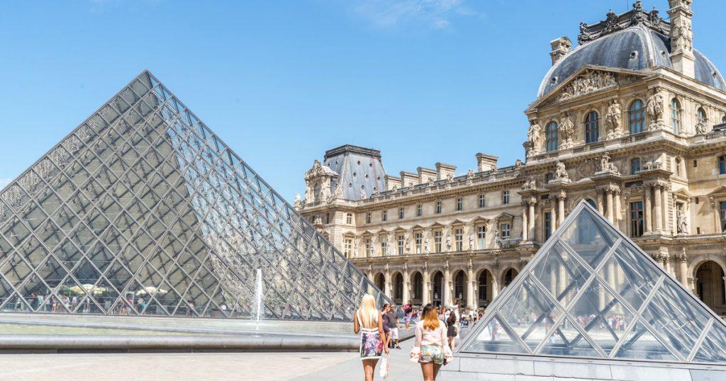 Museum Louvre, ParisTempat wisata paling populer menurut Andrew Hidayat (AndrewHidayat.com)