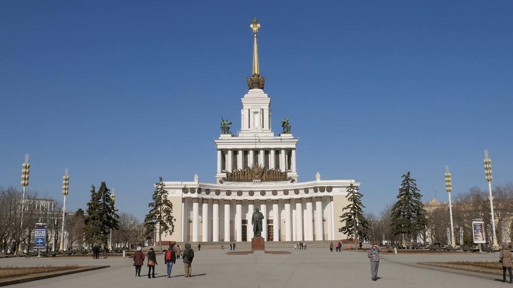 Vystavka Dostizheniy Narodnogo Khozyaystva (VDNKh), Moskow, RusiaTempat wisata paling populer menurut Andrew Hidayat (AndrewHidayat.com)