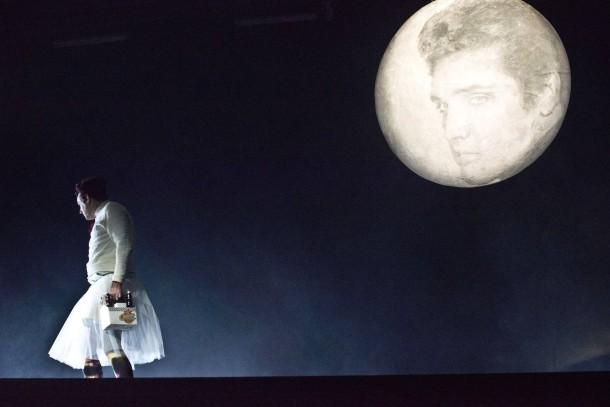 Madchen Mit Mond Und Elvis Julia Miguel Abrantes Ostrowski