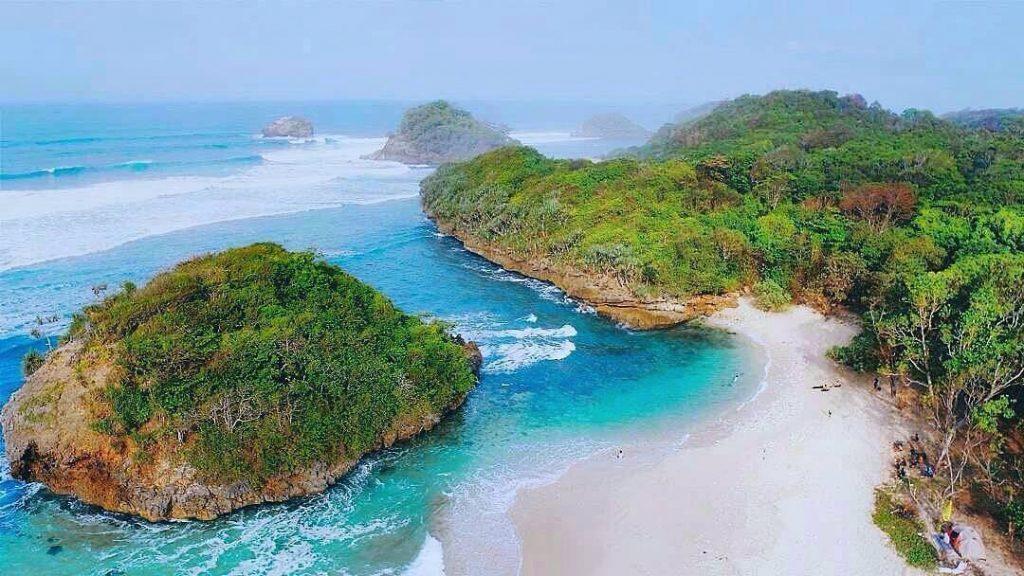 Pantai Kedung Celeng Wisata Malang - Andrew Hidayat (AndrewHidayat.com)
