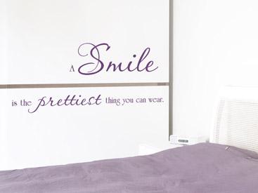 A Smile Is The Prettiest Thing Englischer Spruch Auf Dem Schlafzimmer Schrank