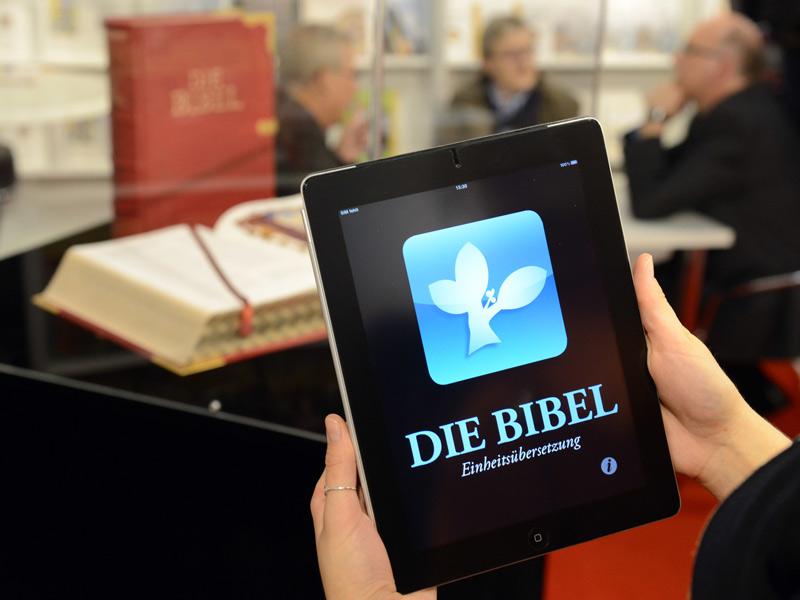 Im Modernen Zeitalter Angekommen Und Vielseitig Einsetzbar Bibel Foto Kna