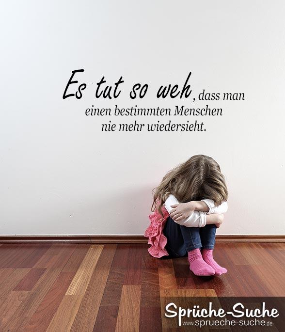Trauriges Madchen Sitzt Auf Fusboden Und Weint