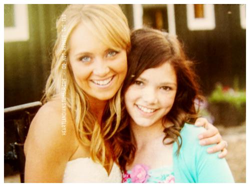 Amber And Alisha At Ambers Wedding Heartland Zitateheartland Cbchochzeitseinladungenhochzeit Von Amber Marshallbrautjungferpromispromissweetie Belle