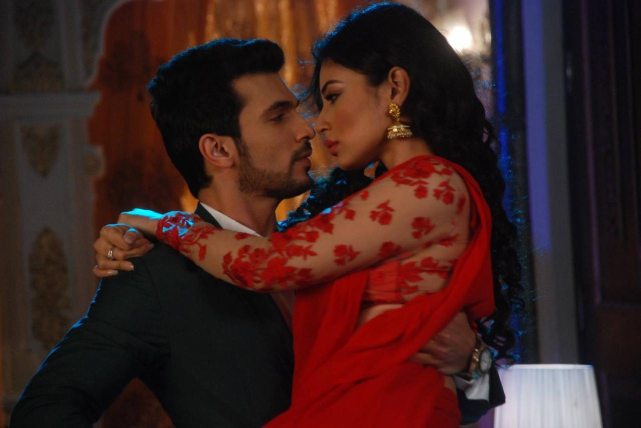 These Romantic Moments Between Shivand Ritik Will Leave You Nostalgic