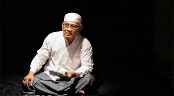 Ahmad Mustofa Bisri Atau Lebih Sering Dipanggil Dengan Gus Mus Lahir Di Rembang Jawa Tengah  Umur  Tahun Adalah Pengasuh Pondok