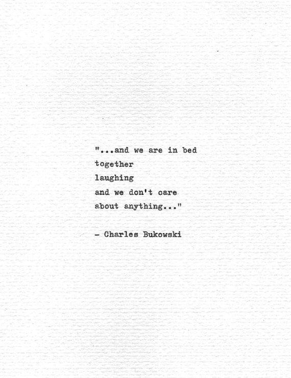 Charles Bukowski Schreibmaschine Zitat Im Bett Von Quotype