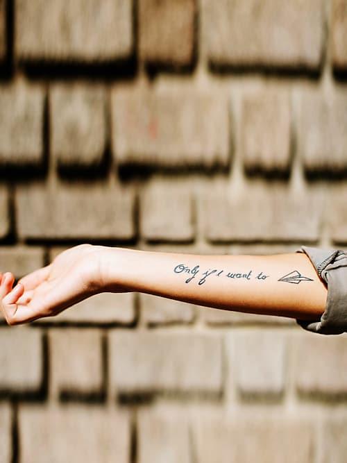 Tattoo Spruche Schoner Spruch Auf Dem Unterarm