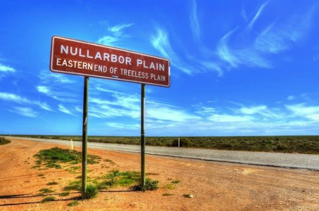 Eyre Highway stretches for more than 1000 kilometers